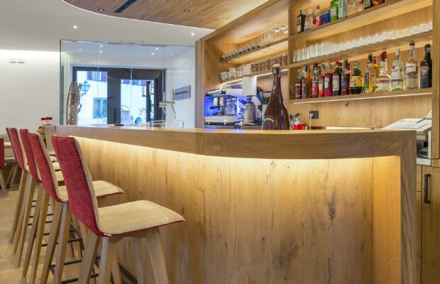 theke-bar-hotel-gasthof-modern