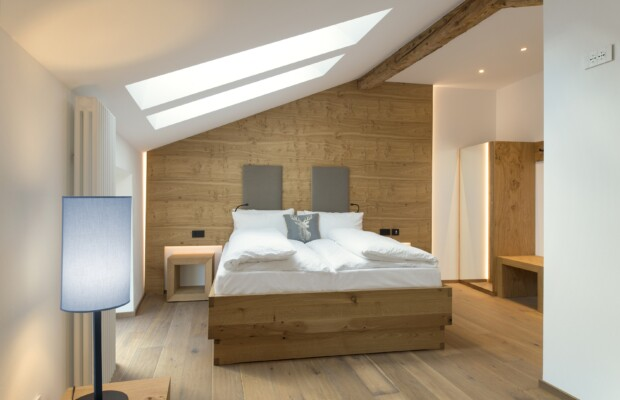 gästezimmer-einrichtung-möbel-holz